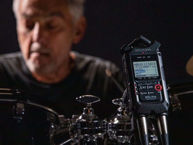 H4n Pro in front of Steve Gadd and his drum kit, recording him playing
