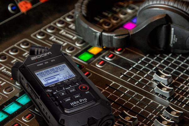 H4N Pro Black - מכשיר הקלטה קומפקטי נייד מ-ZOOM