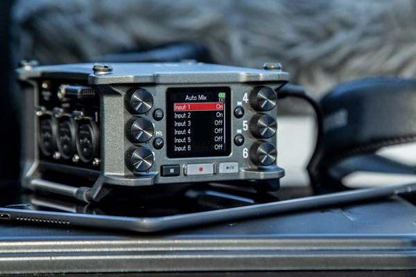 the zoom f6 with automix selected on the menu