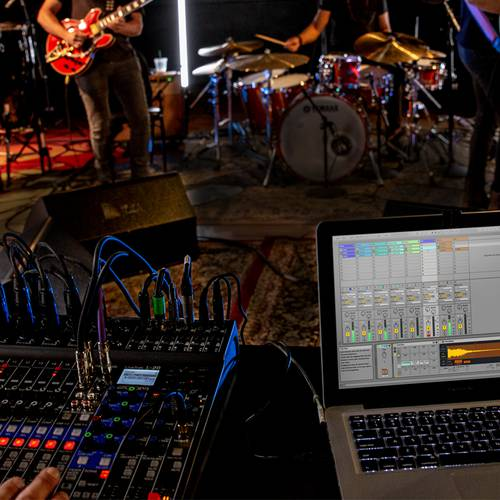 band being recorded with L-20 and computer